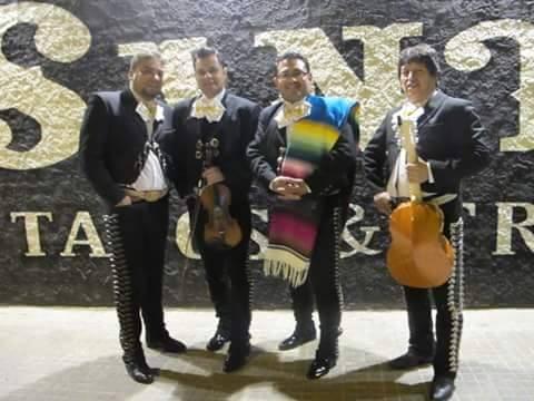 Mariachis (2)